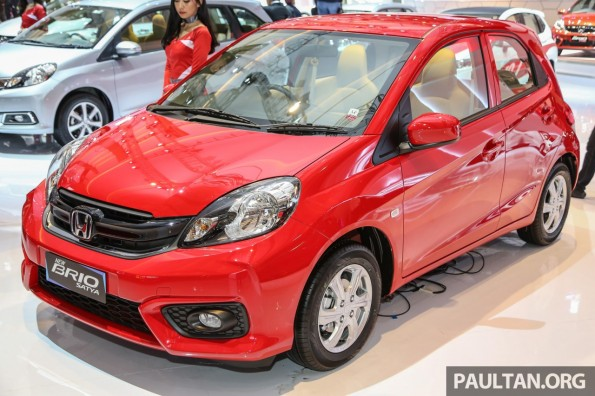 Honda-Brio-facelift-front-three-quarter-unveiled-at-IIMS-2016-e1460019312340